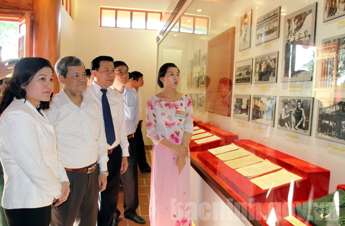 Lễ dâng hương kỷ niệm 110 năm Ngày sinh đồng chí Hoàng Quốc Việt